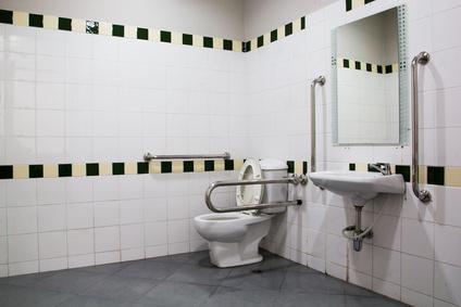 Barrierefreies Bad Badgestaltung Badsanierung ebenerdige Dusche ...